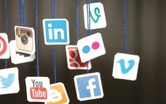 الصورة: الصورة: «التواصل الاجتماعي» استشارات محفوفة بالمخاطر ولا تغني عن زيارة الطبيب