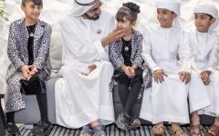 الصورة: محمد بن راشد يلتقي أسرة إماراتية اختارت التعليم المنزلي لأبنائها