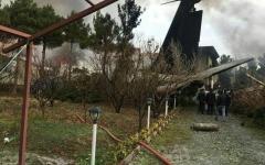 الصورة: تحطم طائرة من طراز بوينغ 707 قرب طهران وتناقض حول هويتها
