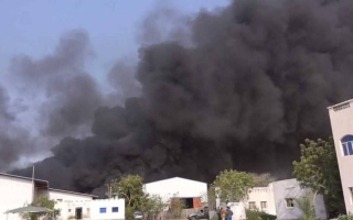 الصورة: مقتل خمسة يمنيين في قصف حوثي على مخيم بني جابر بالحديدة