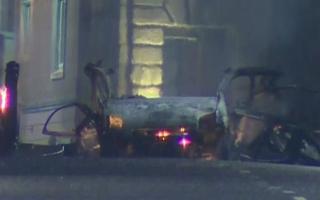 الصورة: شرطة ايرلندا الشمالية تحقق في تفجير يشتبه أنه ناجم عن سيارة مفخخة