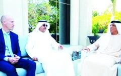 الصورة: سعود بن صقر يستقبل رئيسي مجموعتي البحر الكويتية و«كاتربلر»