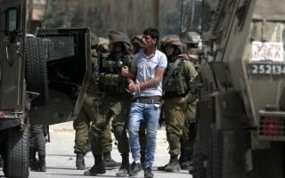 الصورة: جيش الاحتلال يعتقل 19 فلسطينياً بالضفة