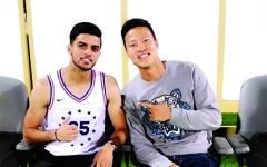 الصورة: الصورة: كيونغ يزور أصدقاءه في شباب الأهلي