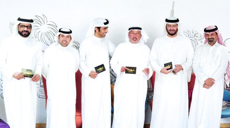 الصورة : Ⅶ لجنة تحكيم البرنامج سيف السعدي وعوض الدرمكي ومحمد المهيري مع أعضاء لجنة الترشيح والجودة | من المصدر