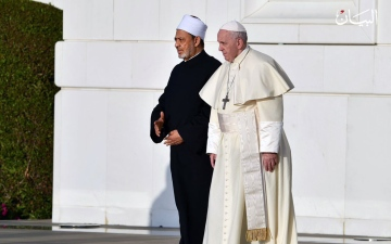 الصورة: البابا فرنسيس والإمام أحمد الطيب يزوران مسجد الشيخ زايد