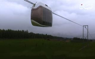 الصورة: في دبي عربات معلقة في الهواء