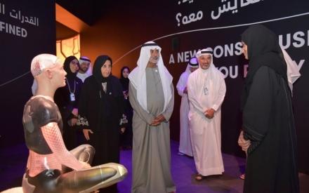 الصورة: الصورة: نهيان بن مبارك يزور متحف المستقبل و«ابتكارات الحكومات الخلاقة»