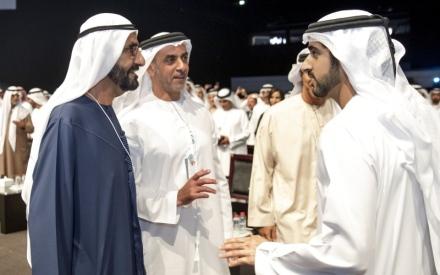 الصورة: الصورة: بحضور محمد بن راشد.. حمدان بن محمد  يكرّم الفائز بجائزة فن عرض البيانات