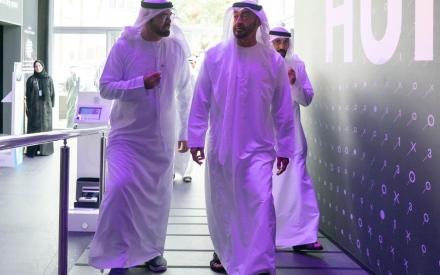 الصورة: الصورة: محمد بن زايد يزور القمة العالمية للحكومات ويتفقد متحف المستقبل