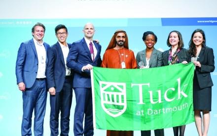 الصورة: الصورة: نائب رئيس الدولة يكرّم فريق كلية «تـاك» الفائز بتحدي الـجامعات