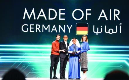 الصورة: الصورة: محمد بن راشد يشهد تكريم الفائزين  في «هاكاثون الحكومات»
