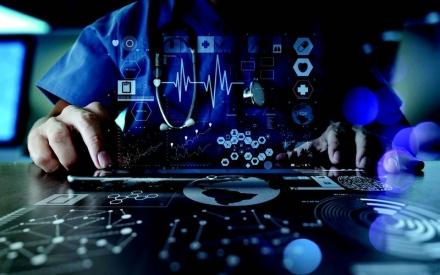 الصورة: الصورة: طب المستقبل.. أطباء العالم بين يديك