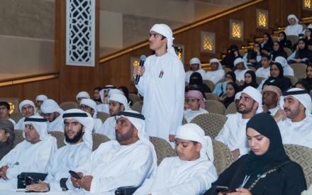 الصورة: الصورة: 400 طالب من المدرسة الإماراتية أثروا معارفهم في القمة