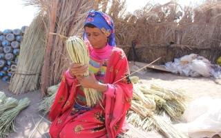 الصورة: صناعة الحصير حرفة وتراث صامد رغم الحرب في اليمن
