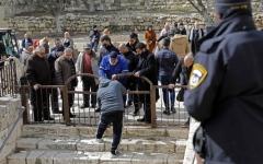 الصورة: الاحتلال يرضخ ويزيل الأقفال عن أبواب «الأقصى»