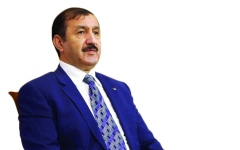 الصورة: سفير الجزائر لدى الإمارات: التظاهرات السلمية  تعبّر عن النضج السياسي للشعب