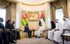 الصورة: محمد بن زايد يستقبل رئيس توغو