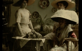 الصورة: ساعات اليد..  مجوهرات خاصة بالنساء قبل نصف قرن