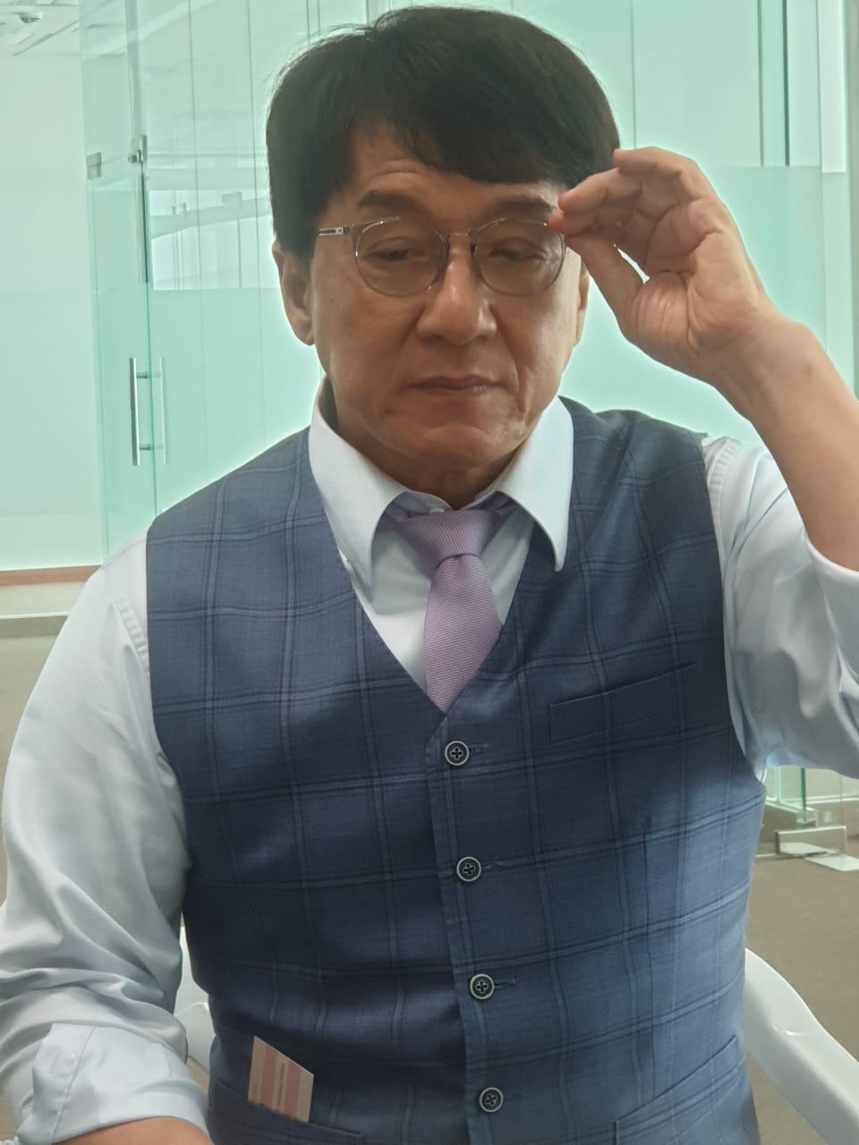 الممثل العالمي جاكي شان يتحدث في دبي عن فيلمه الجديد فان جارد