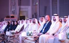 الصورة: الصورة: محمد بن راشد موجهاً بأول قمر مشترك: الإمارات تقود العرب نحو الفضاء