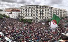 الصورة: الصورة: التعبئة مستمرة في الجزائر بعد شهر على انطلاق الاحتجاجات