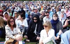 الصورة: الصورة: صوت الأذان يصدح في كل أنحاء نيوزيلندا.. والنساء يرتدين الحجاب تضامناً مع المسلمين