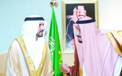 الصورة: الصورة: حمدان بن محمد ينقل تحيات القيادة لخادم الحرمين