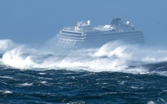 الصورة: الصورة: شاهد لحظات الرعب التي عاشها ركاب سفينة نرويجية تعطل محركها