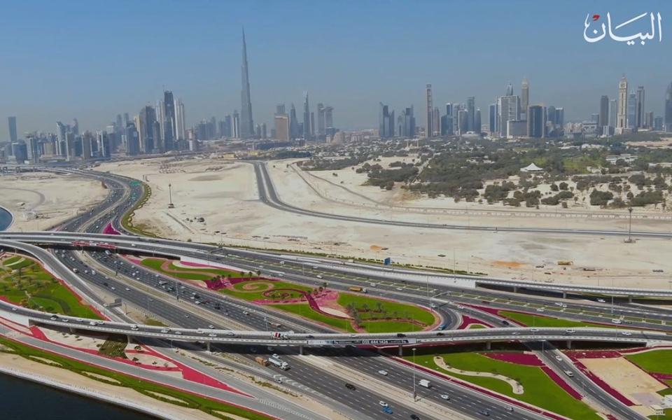 الصورة: شاهدوا كيف تزرع 60 مليون زهرة آلياً في دبي