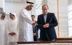 الصورة: الصورة: محمد بن زايد والرئيس المصري يطلعان على مشاريع مدينة العلمين الجديدة قيد الإنشاء
