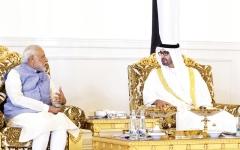 الصورة: الصورة: خليفة يمنح رئيس وزراء الهند «وسام زايد»