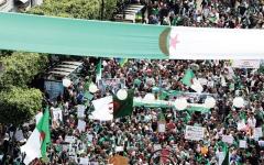 الصورة: الصورة: تظاهرات حاشدة في الجزائر لإسقاط «بقايا» السلطة