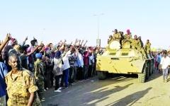 الصورة: الصورة: التظاهرات تصدّع الجيش السوداني