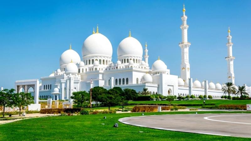 جامع الشيخ زايد الكبير يرسخ مكانته في تعزيز التسامح عالميا عبر