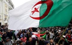 الصورة: الصورة: تعيين بن صالح رئيسا مؤقتا للجزائر وسط احتجاجات شعبية