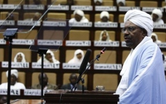 الصورة: الصورة: مصادر سودانية لا تستبعد تنحي البشير ومجلس عسكري انتقالي سيتولى السلطة
