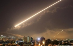 الصورة: الصورة: 17 جريحا جراء قصف إسرائيلي على مدينة مصياف السورية