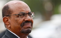 الصورة: الصورة: لأول مرة بعد عزله.. صحيفة سودانية تكشف مصير البشير