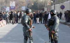 الصورة: الصورة: انفجار وإطلاق نار في منطقة مكتظة بالسكان في العاصمة الأفغانية