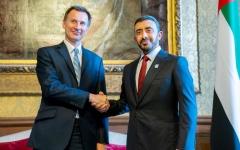 الصورة: الصورة: عبدالله بن زايد يلتقي وزير الخارجية البريطاني