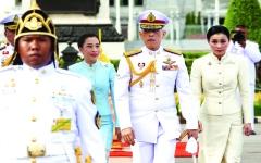 الصورة: الصورة: ملك تايلاند يتزوج حارسته ويعيّنها ملكة