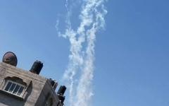 الصورة: الصورة: إطلاق 50 قذيفة صاروخية من غزة والقبة الحدودية تعترض العشرات منها