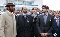 الصورة: الصورة: محمد بن راشد يشهد تألق خيول الإمارات في سباق 2000 غينيز الإنجليزي