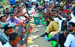 الصورة: الصورة: قادة الاحتجاج في السودان يهدّدون بالعصيان المدني