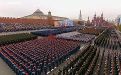 """الصورة: الصورة: شاهد.. عرض عسكري مهيب في موسكو احتفاء بنهاية """"الحرب العظمى"""""""