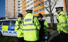 الصورة: الصورة: إطلاق نار خارج مسجد في شرق لندن
