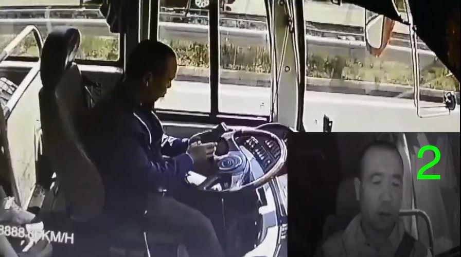 شاهد.. سائق حافلة ينشغل بهاتفه ويتسبب في حادث مروّع