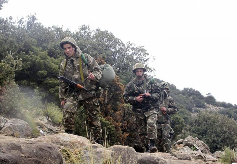 مقتل ضابط وإرهابيين في عملية عسكرية قرب العاصمة الجزائرية