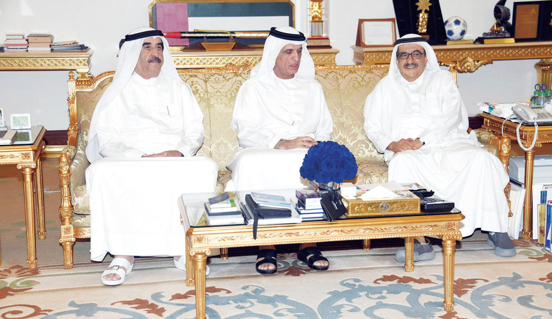سعود المعلا وسعود بن صقر وحمدان بن راشد خلال اللقاء